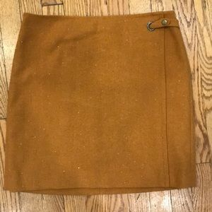 Banana Republic wool camel colored skirt